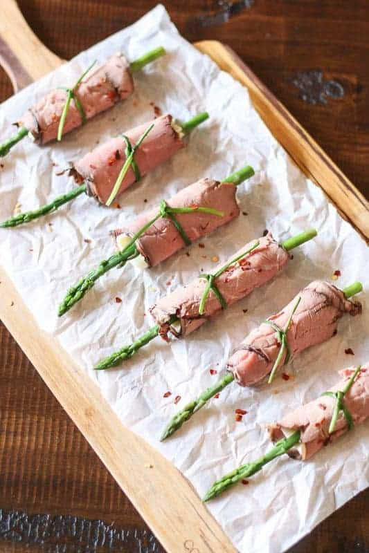 #ad These easy Low-Carb Asparagus and Roast Beef Roll Ups make a beautiful appetizer for entertaining at your dinner parties and cook outs. They also are perfect for a delicious healthy snack!