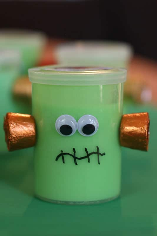 This Halloween Frankenstein Classmate Gift is quick and easy to put together. They are sure to bring a smile to child's face and make a memorable impression.