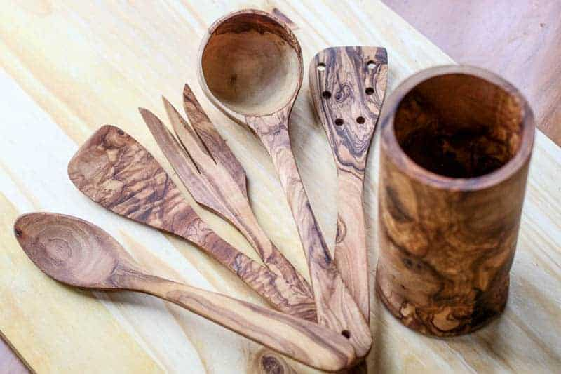 This beautiful Handcrafted Olive Wood Utensil Set from Beldinest is made with high quality wood and fine craftmanship. It is the perfect addition to any foodie's kitchen.